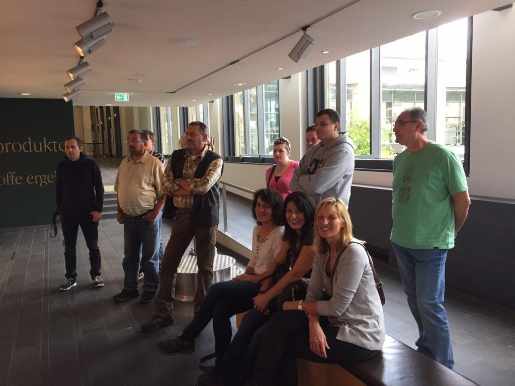 Bei der Führung wurden die Besuchergruppen in zwei Gruppen unterteilt. Foto: Jana Grauer