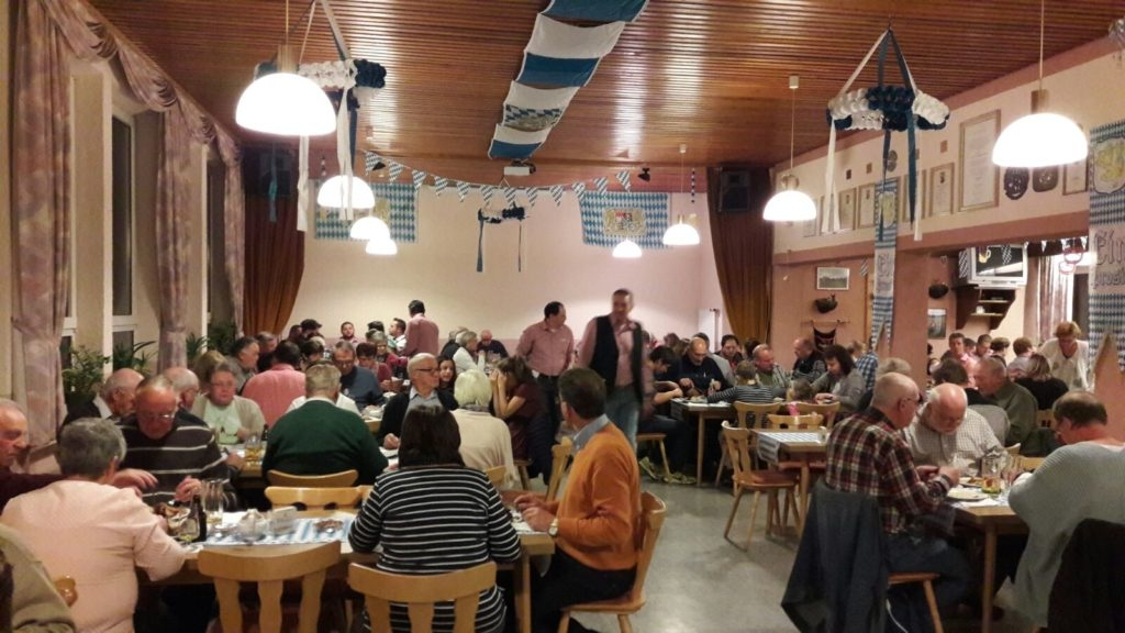Das Gemeinschaftshaus ist voll. Foto: Tom Sessa